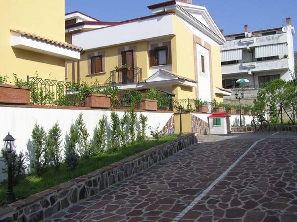 San Leucio ingresso parco 1.JPG